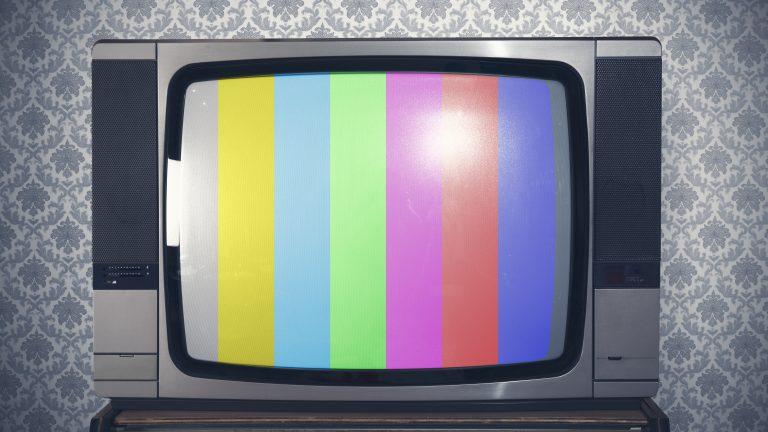 Test signal display on a retro tv
